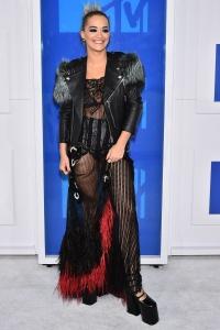 celebrities_alfombra_roja_mtv_video_music_awards_2016_61097530_800x